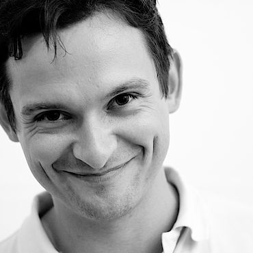Black and white headshot of Neos CMS core developer Sebastian Helzle.