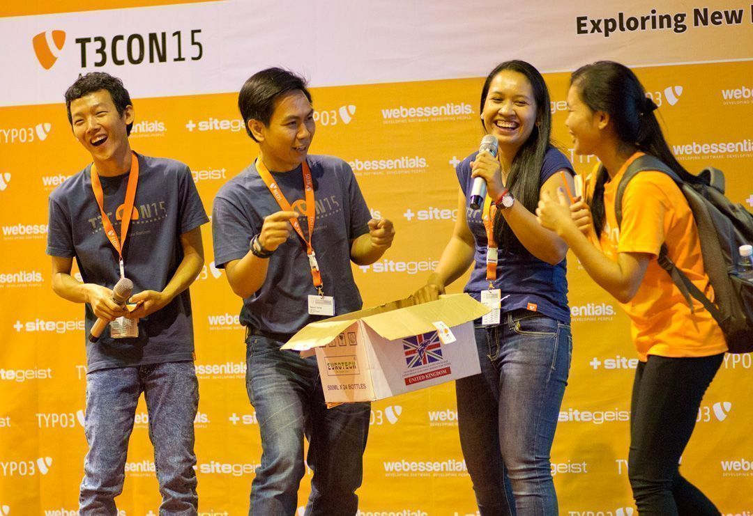 Hosts and participants having fun during the lucky draw at the T3CON15 Asia Student Day.